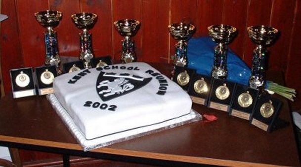 01) The amazing Reunion cake and the awards ...